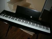 Stage piano Yamaha CP 33 + banc - support - lutrin