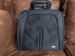 """Heavy duty Toshiba Laptop bag briefcase carry on - NEW - 15.6"""""""