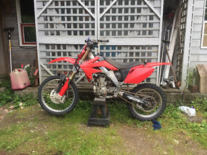 2006 Honda CRF250R North Shore Greater Vancouver Area image 1
