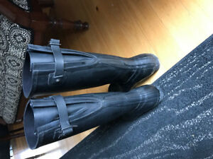 Excellent Used Condition Hunter Boots with back strap - SIZE 11