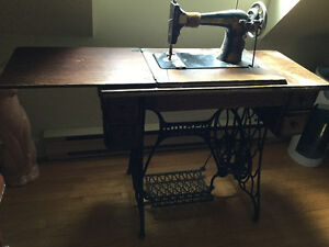 Antiquité- machine à coudre