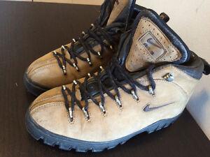 bottes pour grimper Nike , grandeur 7 et 1/2