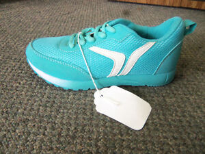 YOUTH SZ 13 N.W.T. OLD NAVY RUNNING SHOES Windsor Region Ontario image 1