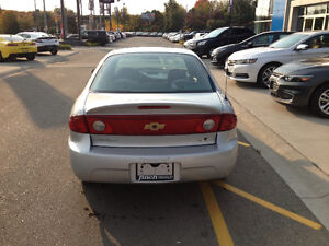 """""""LOW KMS LITTLE TO SAFETY!"""" 2004 Chevrolet Cavalier Sedan London Ontario image 6"""