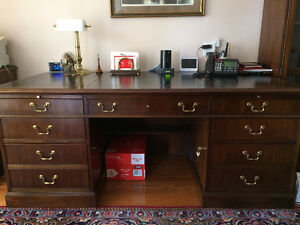 Large Executive Mahogany Desk - Great Condition
