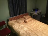 Double Bed Room with Modern En-Suite bathroom near Osterley Tube/stn