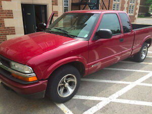 2002 Chevrolet S-10 LS Pickup Truck