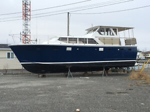 REDUCED for offers - Fiberglass-over-wood diesel Motor Yacht