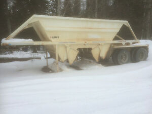 Arnes CUL bellydump gravel trailer