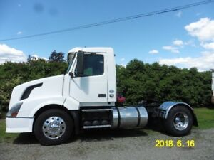 2010 Volvo VNL Daycab Single Axle Tractor
