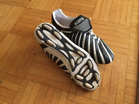 Soccer shoes ELETTO size 8