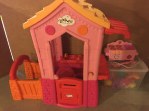 Lalaloopsy Play Set comes with lots of dolls! $60