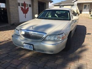 Limousine Lincoln Towncar Limo with Propane