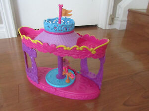 My Little Pony Carousel Boutique and Twinkling Hot Air Balloon Stratford Kitchener Area image 3
