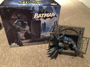 Complete lot: Gotham City Stories Statues.