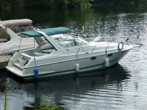Bateau Chris Craft Crown Deluxe 27' 2'' or tout 31'