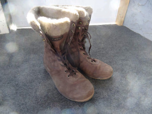 *REDUCED* Helly hansen boots