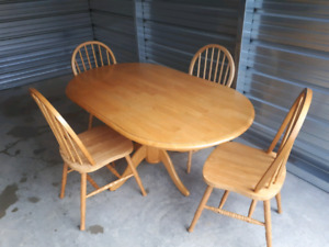 Solid Oak Dining Table Set **Delivery Included