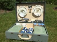 Retro, vintage picnic case for 4 from 1950s / 1960s