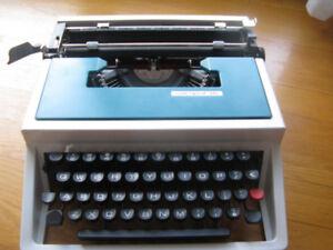 Dactylo portative Underwood 315. Valise incluse.