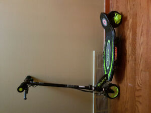 Kids Razor Electeic Scooter with box