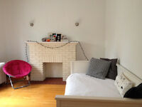 NDG/Snowdon. Duplex 6 ½, 3 chambres. Dog? Yes! Libre now!