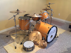 Drum Kit: Mapex Pro-M kit w cymbals, sig. snare, bags & extras!
