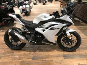 2017 Kawasaki Ninja 300 Pearl White