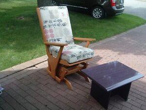 chaise bercante 40 $ table salon 15$
