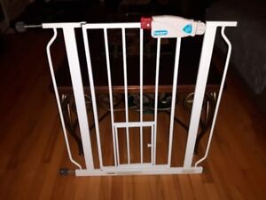 DELUXE CHILD SAFETY GATE