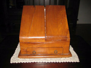 Secrétaire antique portable  ,  pas commun