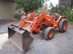 Private deal only 950 hrs Kubota L-3600 4x4, loader