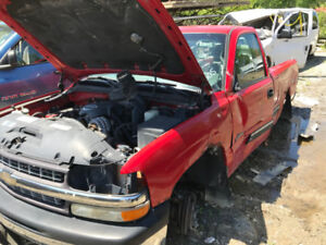 2001 Chevrolet Silverado 1500 ** FOR PARTS ** INSIDE & OUTSIDE *
