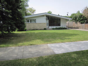 OPEN HOUSE -- 622 DUNROBIN AVENUE -- SUNDAY -- 1 to 3 PM