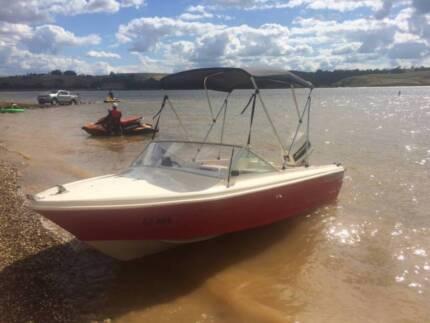 mustang 1500 runabout boat johnson 70