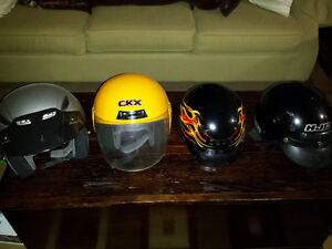 3 motorcycle helmets . Good condition .