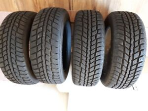 Like new 215/60R16 Snow tires