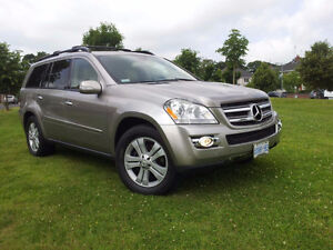 2007 Mercedes-Benz GL450 in LIKE NEW CONDITION!