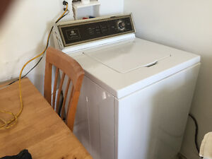 MAYTAG WASHER AND DRYER EXCELLENT WORKING CONDITION 250$