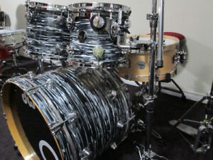 DW. Drum Workshop Collectors All Maple Drum Kit, Black  badge.
