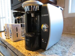 TASSIMO COFFEE MAKER with Disc Carousel & Coffee Package