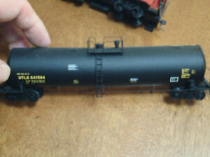 HO scale tank car - Black, for electric model trains