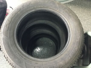 Pneus goodyear ultra grip p214/60r16