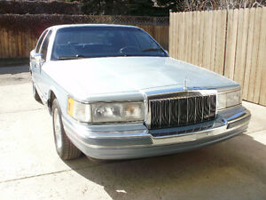 1990 LINCOLN CARTIER TOWN CAR,    BEAUTIFUL CONDITION