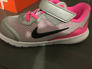 Girls running shoes Nike Flex Experience 4 (size 10)