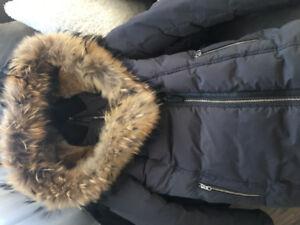 Manteau d'hiver Mackage gris foncé avec capuche en fourrure