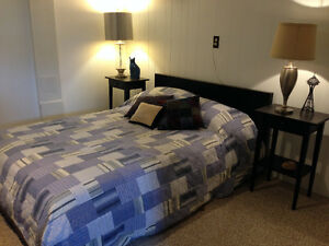 Furnished Room in Hosteling Style Dog Friendly B&B-Avail Aug 1st