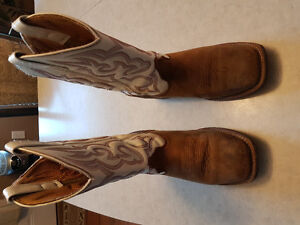 Women's size 7 cowgirl boots