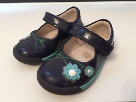 Clarks girl's blue shoes size UK3 1/2 F