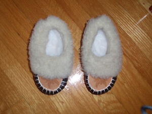 Never worn warm baby shoes, size 20, 12-24m West Island Greater Montréal image 1